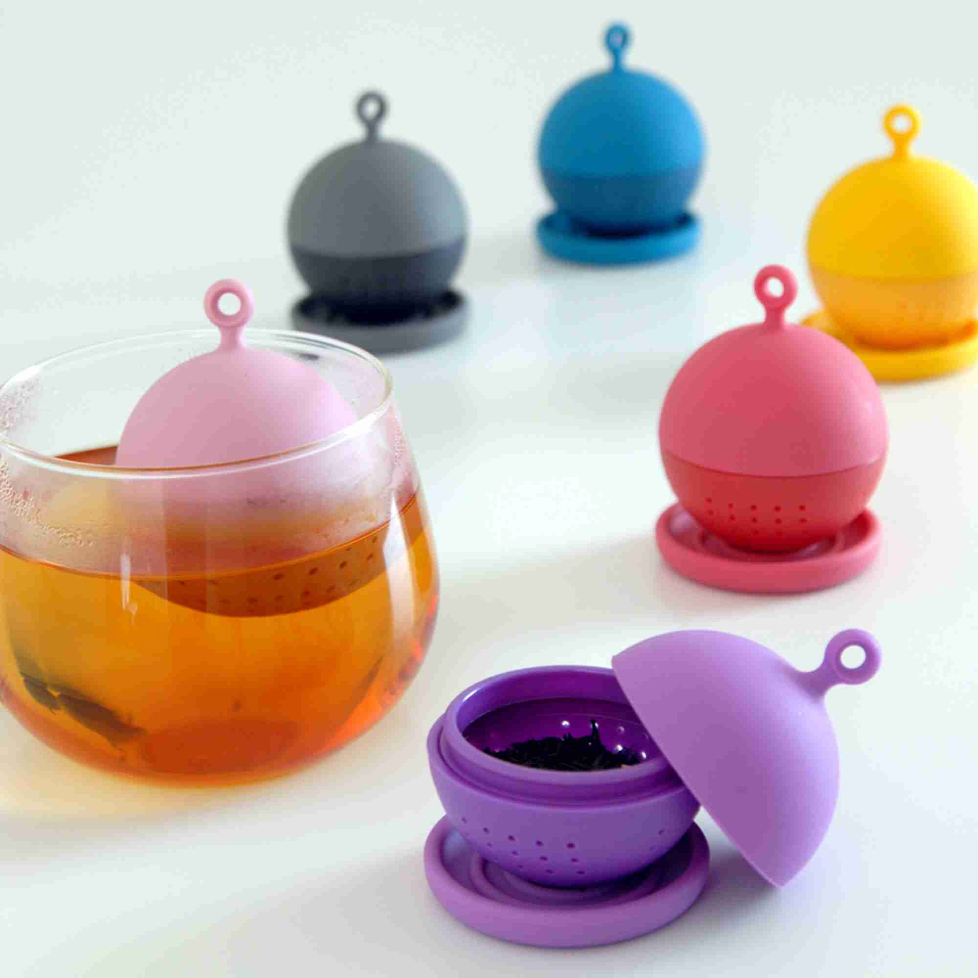 Floating Ball Floating Tea Strainer in Red by Kinto Japan