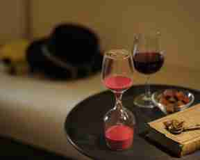 The Wine Glass Sand Clock in Red